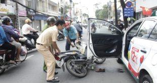Gây tai nạn vì mở cửa xe ôtô phải chịu trách nhiệm gì? - pho-bien-phap-luat-giao-thong-viet-nam