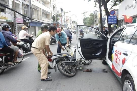 Gây tai nạn vì mở cửa xe ôtô phải chịu trách nhiệm gì? 1