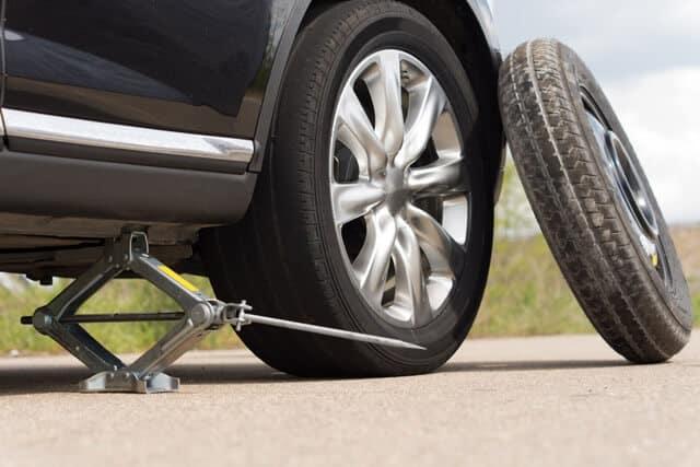 Hướng dẫn thay lốp dự phòng xe 7 chỗ Toyota 2