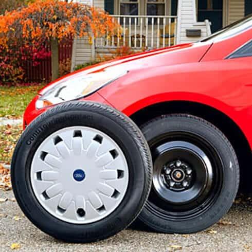 Hướng dẫn thay lốp dự phòng xe 7 chỗ Toyota 4