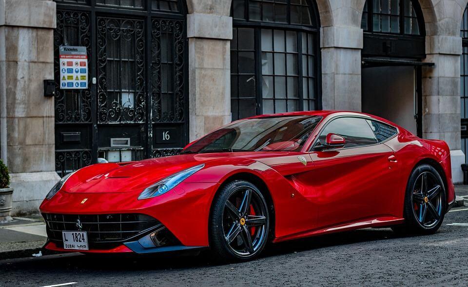 Đánh giá xe Ferrari F12 berlinetta với doanh nhân Quốc Cường 1