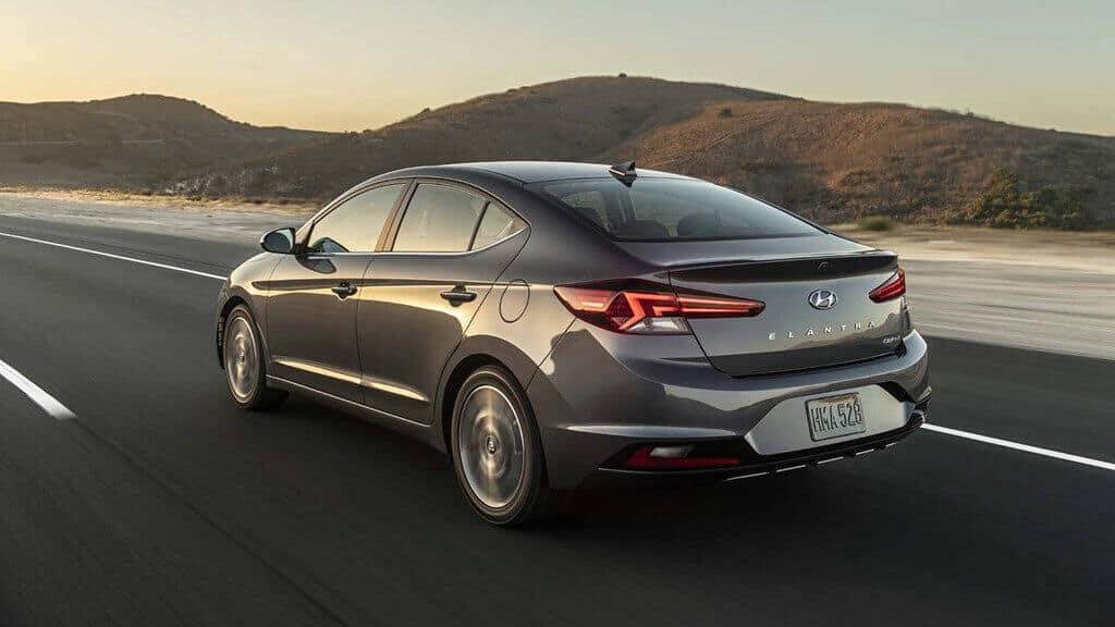 - review-xe - Hyundai Elantra 2018: ôm cua 60 km/h có dễ lật không