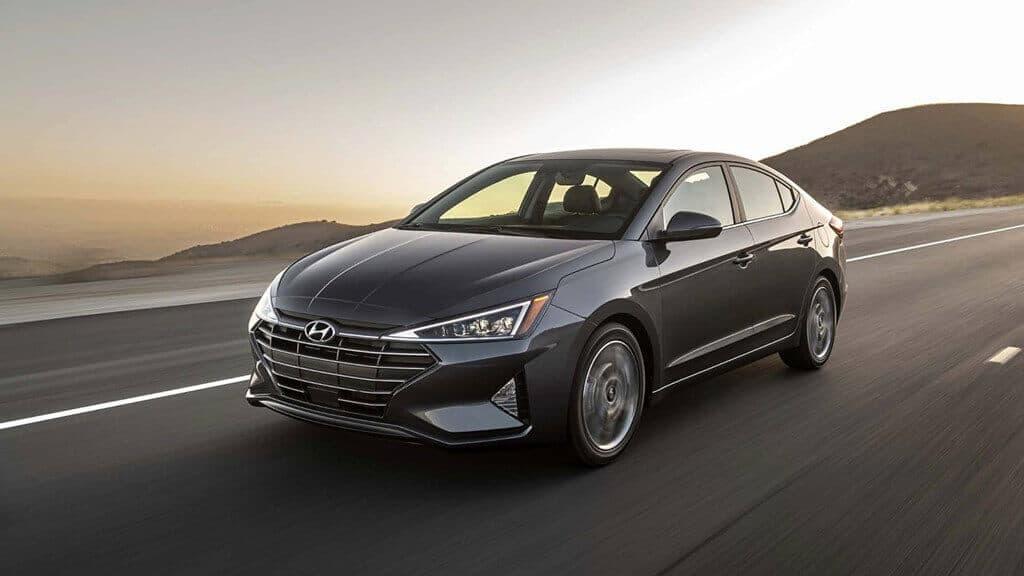 - review-xe - Hyundai Elantra 2018: nội thất không đáng tiền và chưa đủ thuyết phục trên đường trường