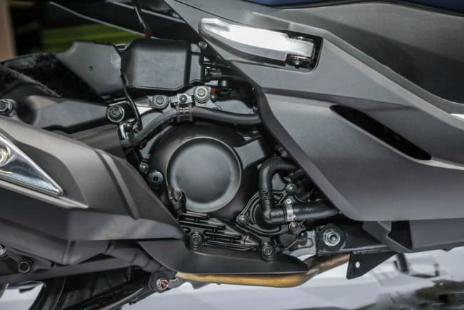 - review-xe - Eicma 2018 - Soi chi tiết Honda Forza 300 2019 tại Milan Italia