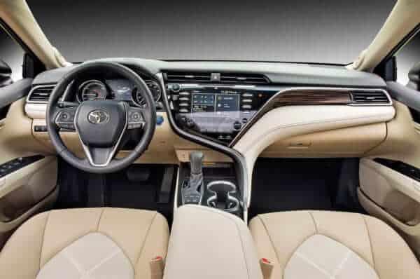 Toyota Camry 2.0G Nhập Khẩu 2019 là dòng xe Sedan 5 chỗ, máy xăng và số tự động 6 cấp. Đại Lý tặng ngay Tiền Mặt và Phụ Kiện chính hãng khi mua xe