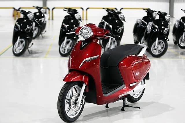 Remove VinFast KlaraS: Has A Competitive Door With Intermediate Scooters 1