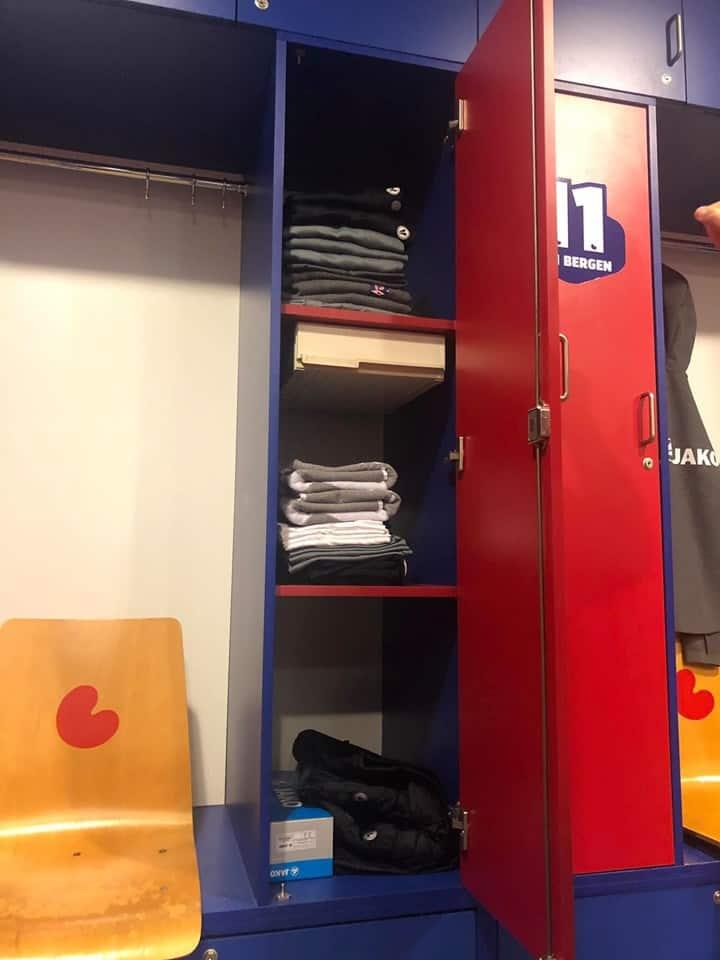 Đột Nhập Phòng Thay Đồ Của Văn Hậu Tại Heerenveen - Hà Lan 1