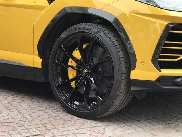 Chi Tiết Lamborghini Urus Bản 4 Chỗ Full Carbon Chỉ Dưới 20 TỶ 4