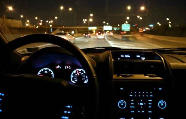 lưu ý giúp lái xe ô tô an toàn vào ban đêm