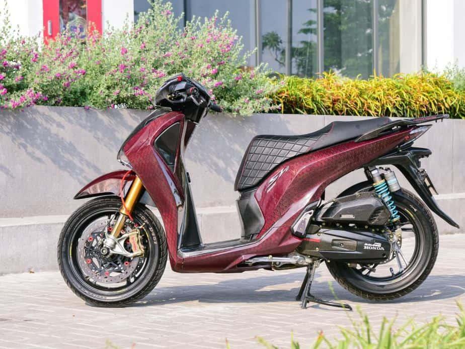 Độ Honda SH 150i Hết Hơn 500 Triệu - Phuộc Ducati V4S Dàn Vỏ Full Carbon 2
