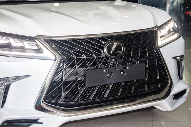 Lexus LX570 Super Sport 2020 vs Middle East Edition 3
