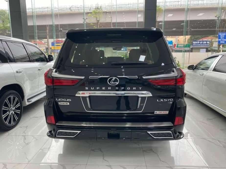 Lexus LX570 Super Sport 2020 vs Middle East Edition 2